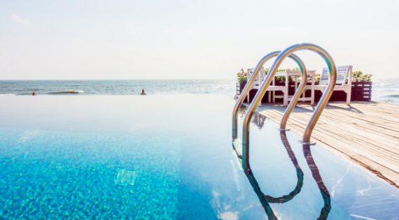 ¿Cuál es la mejor hora para depurar la piscina?