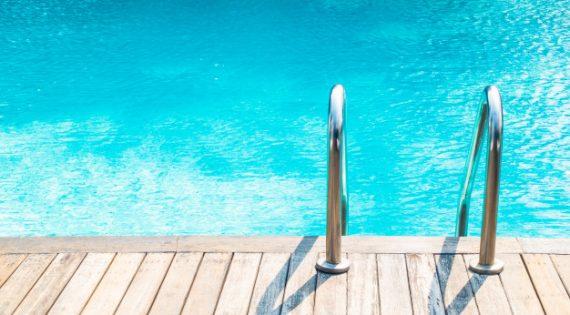 Materiales más utilizados para el entorno exterior de la piscina